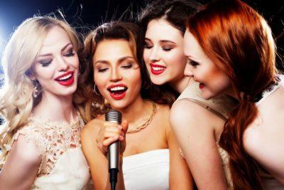 Каждую среду - Женский день - девушки поют бесплатно!